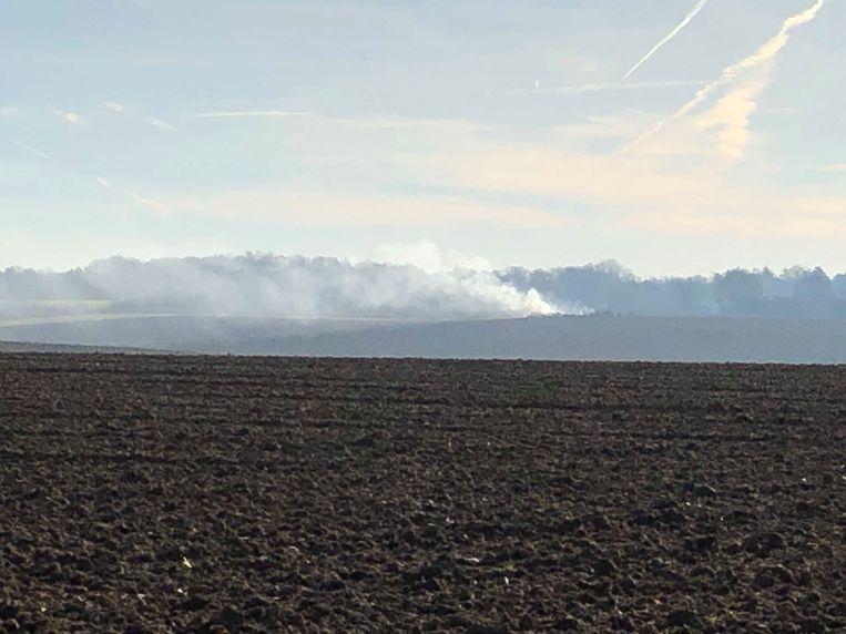 De hoop smeulend groenafval zorgde de voorbije dagen voor geurhinder in heel Sterrebeek.