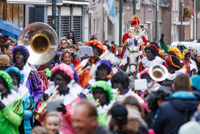 Sinterklaas en zijn Pieten komen aan in Zevenbergen (2017).