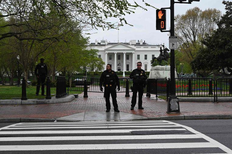De Secret Service stelt een perimeter in rond het Witte Huis. Beeld AFP