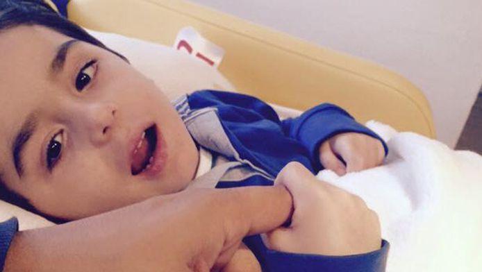 Jasper (over twee weken vier jaar) heeft infantiele neuroaxonale dystrofie (INAD), ook wel bekend als de ziekte van Seitelberger.