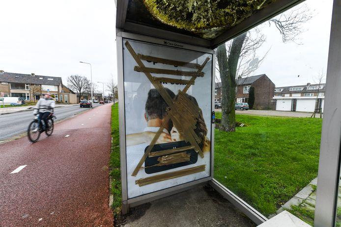 Afgeplakte poster van Second Love in Waddinxveen.