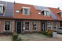 Het pand aan de Langeweg in St. Philipsland dat sinds 2013 te koop staat.
