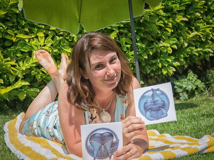 Bianca van Duijn-Fuchs is de bedenker en tekenaar van Vet Wuuf, waar nu kaarten van zijn.