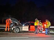 Auto rijdt achterop een vrachtwagen op A2 bij Waalre, bestuurder gewond