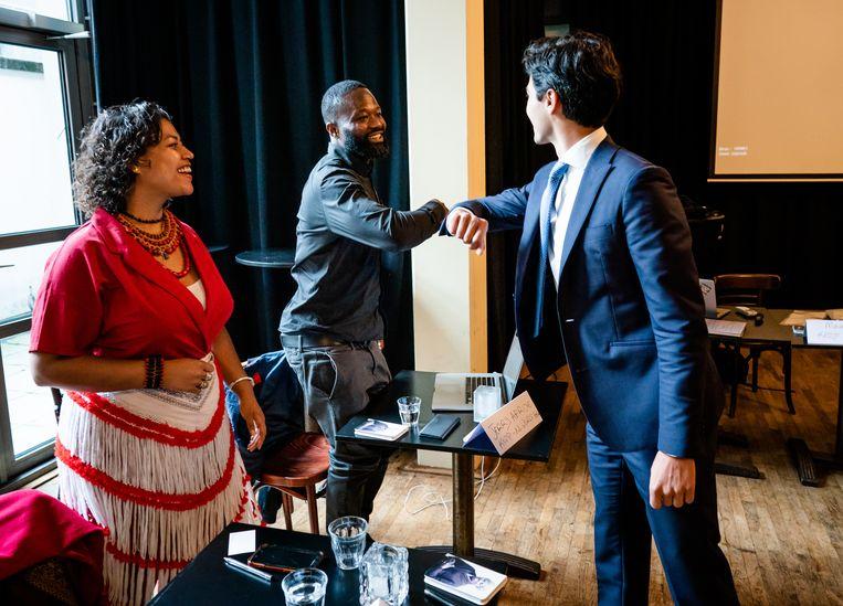 Jerry Afriyie en Caitlin Schaap, ook van Kick Out Zwarte Piet,  ontmoeten Rob Jetten (D66) voorafgaand aan een racismedebat in de Tweede Kamer. Beeld Bart Maat/HH/ANP