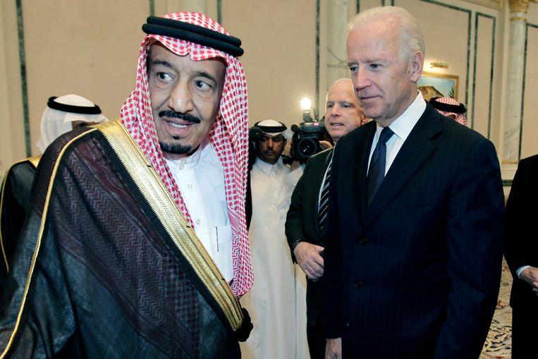 De Saudische koning Salman en de Amerikaanse president Joe Biden op archiefbeeld. Beeld AP