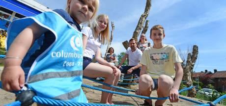 Dit schoolplein in Oldenzaal is officieel 'groen' verklaard: '700 vierkante meter aan tegels verwijderd'