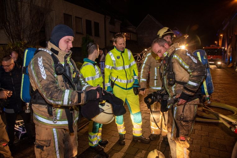 De brandweer kon voorkomen dat het vuur oversloeg naar de aanpalende woningen.