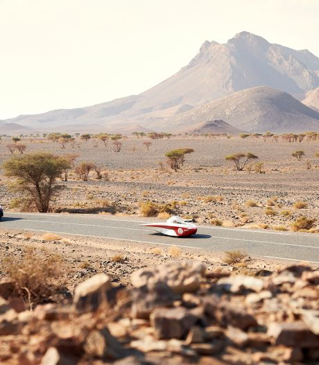 Twentse zonneauto loopt flink in op koploper in zware etappe in Marokko