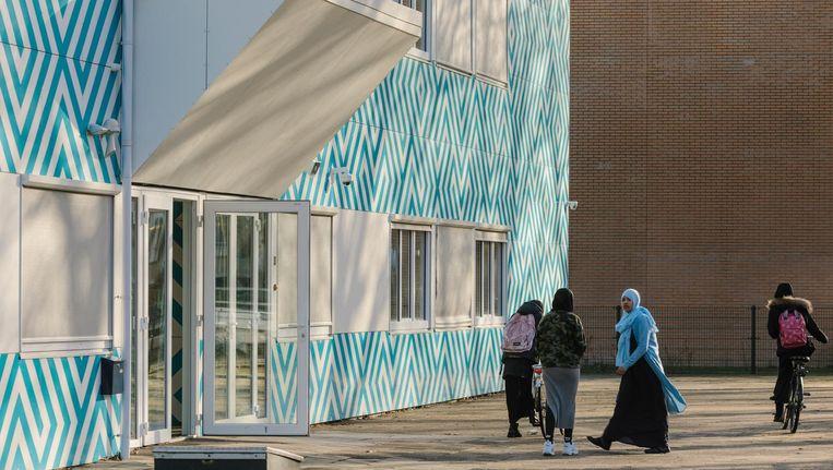 De islamitische middelbare school aan de Naritaweg ontkent alle beschuldigingen aan haar adres Beeld Marc Driessen
