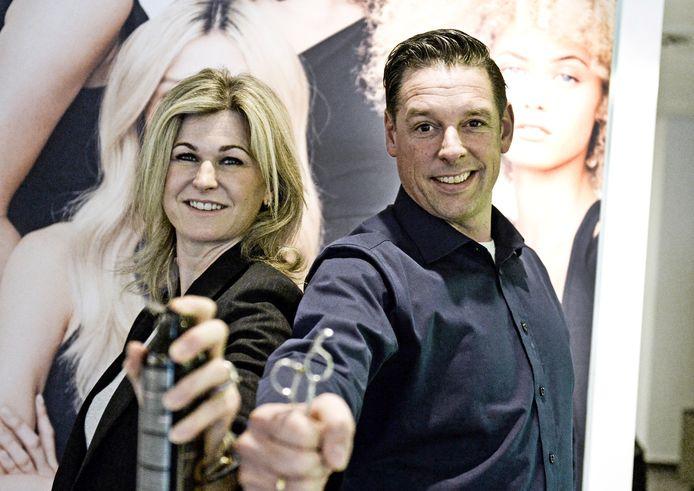 Judith en Maikel Assink. Maikel is de vierde generatie van zijn familie die een kapperszaak drijft. Dat er een vijfde komt, lijkt onwaarschijnlijk, de twee kinderen van het stel hebben geen interesse.