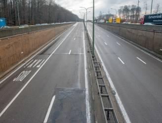 Leonardtunnel volledig afgesloten door ongeval met vrachtwagen: in beide richtingen kilometer file