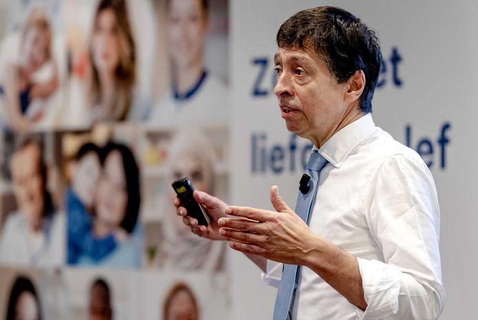 Paul Doop tijdens de persbijeenkomst over de toekomst van Haaglanden Medisch Centrum.
