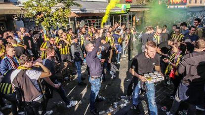 """Vitesse-fans overspoelen centrum: """"Nou, best gezellig hier!"""""""