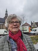 """Tonny Farla (83), bezoekster van de weekmarkt in Zevenbergen. ,,Heerlijk dat de markt weer compleet is."""""""