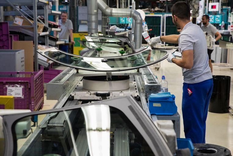Een assemblagelijn bij autofabrikant VDL Nedcar in Born. VDL was een van de bedrijven die last had van de coronacrisis. De meeste ondernemers in Nederland verwachten dat de economie dit jaar weer zal groeien. Beeld ANP