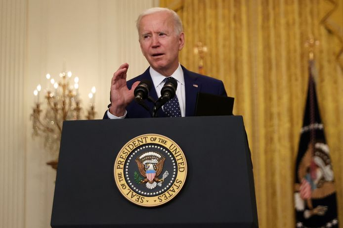 De Amerikaanse president Joe Biden in het Witte Huis tijdens zijn speech waarin hij de sancties tegen Rusland bekendmaakt.