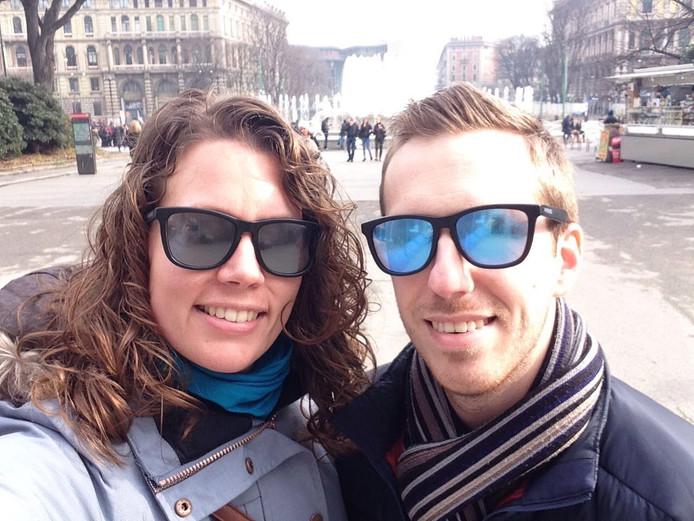 Marien Klootwijk (r) uit Middelburg en zijn vriendin met de matte brilglazen.