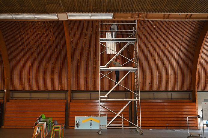 't Hoogkoor krijgt de komende weken een compleet nieuwe verlichting. De oude wordt al weggehaald.