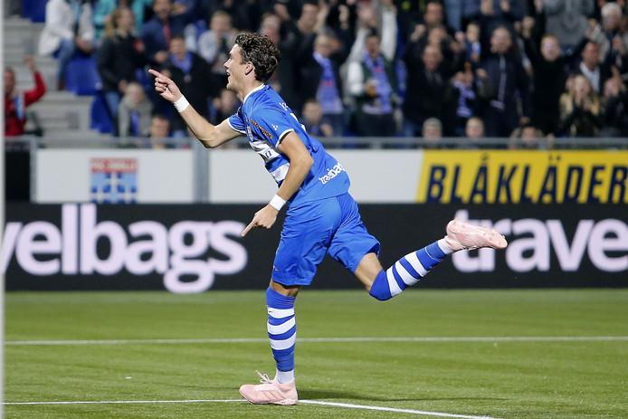 Thomas Lam viert de 2-0 tijdens de match PEC Zwolle - Excelsior.