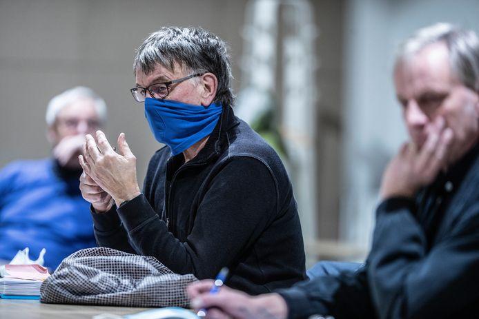 Paul Kemperman (met mondkapje) in januari bij de bezwarencommissie.