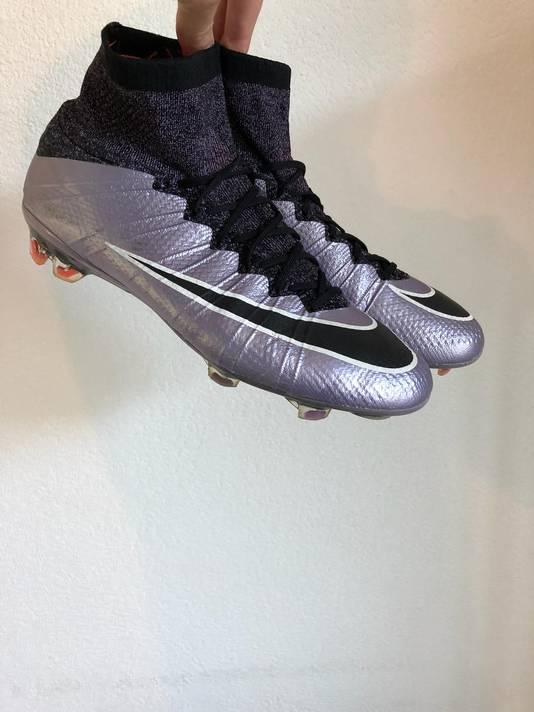 De huidige voetbalschoenen van Rick van Eijk.