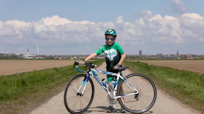 Mats (8) fietst 150 kilometer naar Almere voor het goede doel