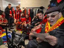 Scheldedichter en bekendste supporter van Arnemuiden, Rinus Pluijmers, overlijdt één dag voor zijn 100ste verjaardag
