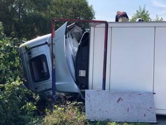Stevige verkeershinder op A12 richting Antwerpen bij Schelle door gecrashte vrachtwagen