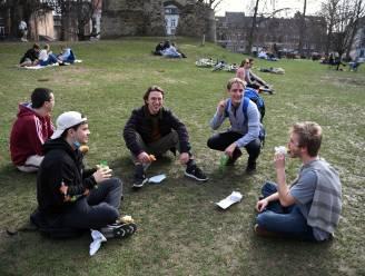 """The day after in Leuven: """"Jonge mensen genieten van het goede weer. Wat valt er anders te doen?"""""""