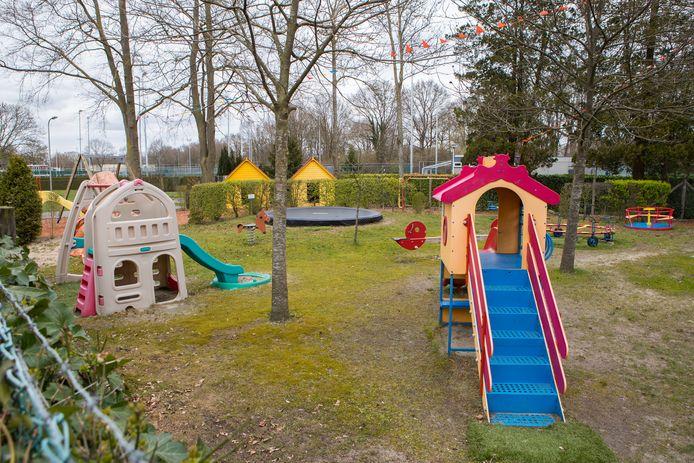 Dorpshuizen, buurthuizen en vrijwilligersorganisaties krijgen extra geld van de gemeente. Speeltuin Blekkerhoek in Raalte is een van de gelukkigen.