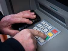 Geld opnemen gaat geld kosten: 'We moeten niet gedwongen worden digitaal te betalen'