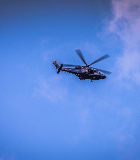 Politiehelikopter cirkelt boven Lent, 'politieauto's scheuren over fietspad'