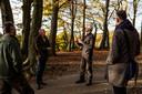 Debat in Klarenbeek over het sparen van gezonde bomen. Vlnr: Jan Floor, Kees Hin, Lodewijk Lamers en Jeroen Huisman.