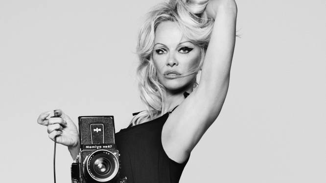 """""""Ik dacht dat ik zou sterven door de man van wie ik hield"""": hoe Pamela Anderson na alle schandalen de rust terugvond"""