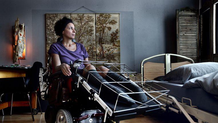 Carla Vriesde wachtte bijna drie maanden op de juiste rolstoel. Beeld Jean-Pierre Jans