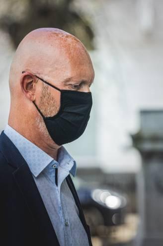 """Topmagistraat Johan Sabbe (61) riskeert 12 maanden cel voor aanranding en seksueel gedrag bij chauffeur: """"Hij stuurde: 'Ik heb even geen zin om verstandig te zijn, ik wil met je vrijen'"""""""