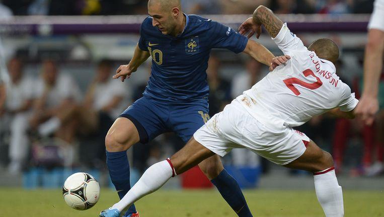 De Fransman Karim Benzema (links) in duel met Glen Johnson van Engeland. Beeld afp