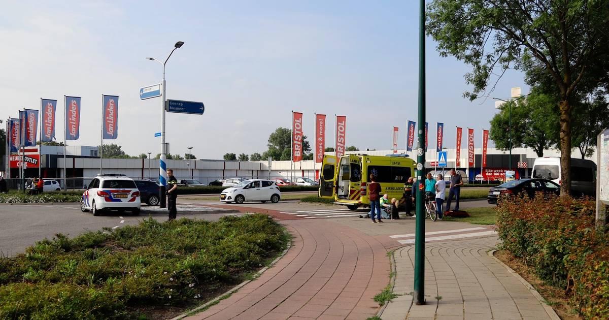 Fietser gewond door botsing met bus in Cuijk.