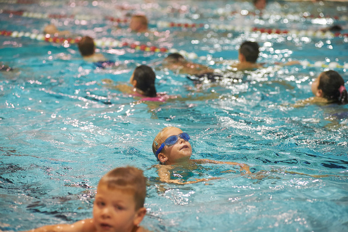 Een vorige zwemvierdaagse van Nautilus)  in zwembad De Beemd te Veghel.