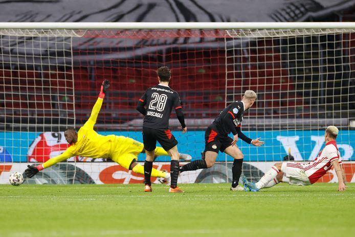 Hallers goal werd nog afgekeurd, maar de 2-2 viel alsnog via de al vallende Antony. Max, Yvon Mvogo en Olivier Boscagli zijn verslagen. PSV kwam er in de tweede helft niet zo vaak meer uit.