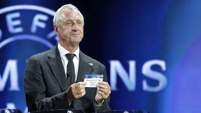 Cruijff bij de loting van de Champions League.