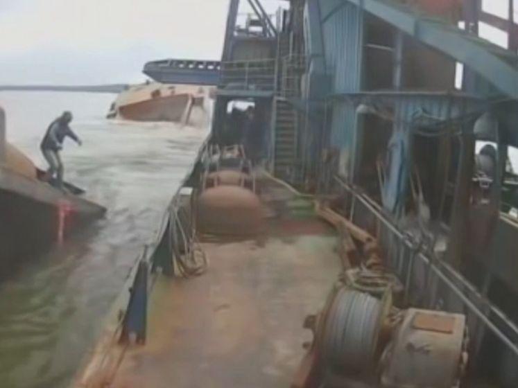 De Titanic, maar dan heel anders: overbelast schip breekt in twee