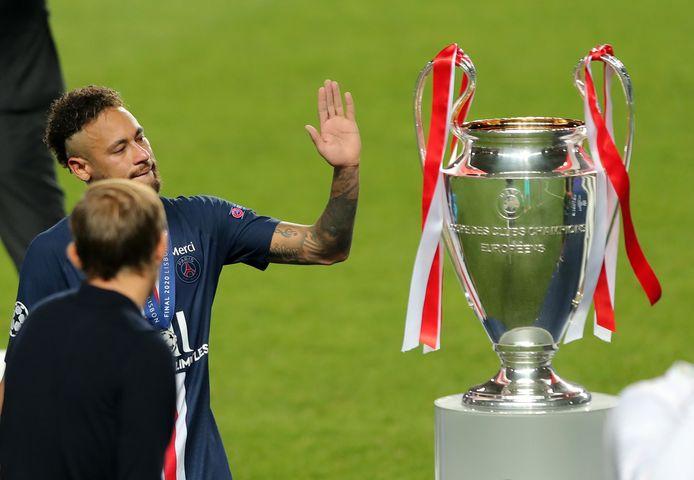 Neymar en PSG verloren vorig jaar de finale van de Champions League tegen Bayern München waarop de Braziliaan de trofee vaarwel wuifde.