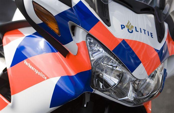 Foto ter illustratie van een motor van de politie.