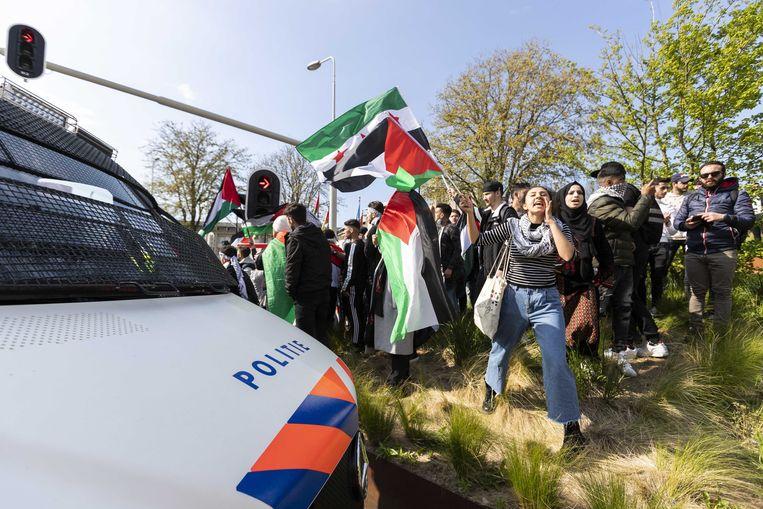 De demonstratie bij de Israëlische ambassade in Den Haag. Beeld ANP