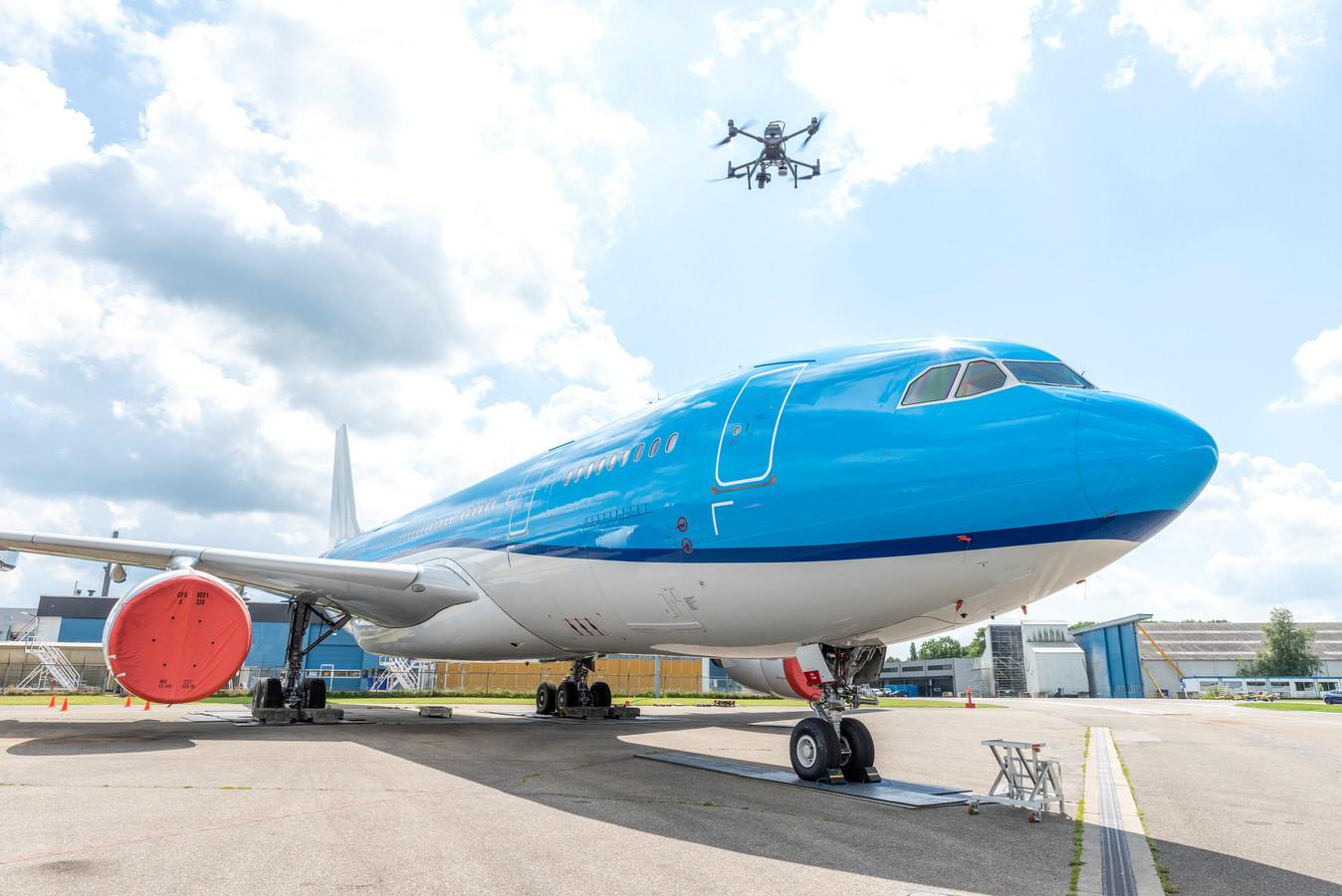 Een vliegtuiginspectie met drones gaat een stuk sneller dan een fysieke controle met technici in een hoogwerker en is dus bovendien minder risicovol, aldus Jochem Verboom van het bedrijf Mainblades.
