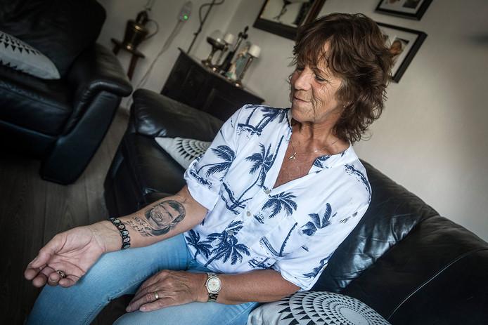 Jeanne Braspenning uit Rijsbergen verloor haar zoon Mark van Dongen, die euthanasie liet plegen nadat zijn ex-vriendin hem met zuur had overgoten. Vandaag hoorde zijn moeder geluidsopnamen van de hulplijn, juist op de dag dat de vrouw is vrijgesproken van moord en doodslag.