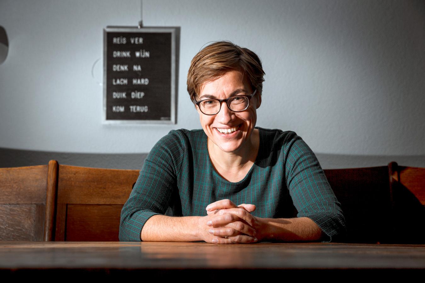 Anne-Marie van Briemen, predikante en homoseksueel spreekt over haar gevecht met haar seksualiteit en de bijbel.