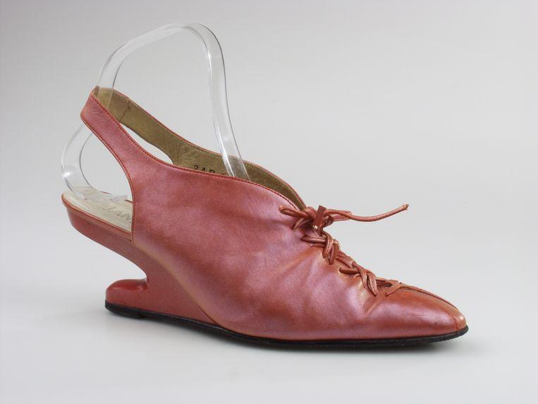 Schoenen van ontwerper Jan Jansen. Nederlands Leder en Schoenen Museum. Beeld rv